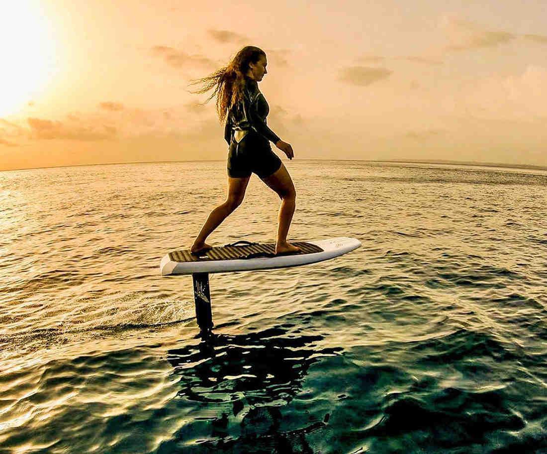 Comment surfer sur les vagues avec une petite planche ?